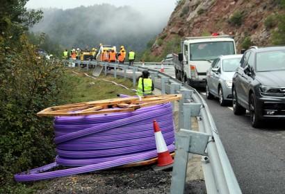 Treballs d'instal·lació de la fibra òptica a l'eix del Llobregat