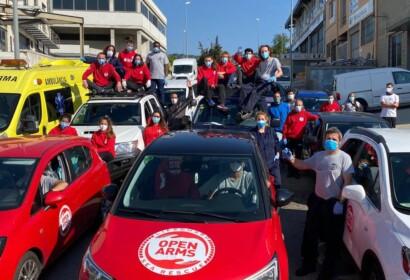 Vehicles i voluntaris d'Open Arms en acció. Fotografia d'arxiu. Facebook Open Arms.