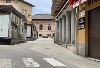 Alguns dels restaurants de Puigcerdà comencen a preparar-se per obrir en la Fase 1 (Foto: PANXING). Dues pizzeries de Puigcerdà en l'actual fase 0 del confinament (Foto: Pànxing Cerdanya). Restaurants de la zona Plaça dels Herois i Plaça Santa Maria de Puigcerdà (Foto: Pànxing Cerdanya). 