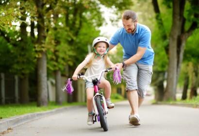 Com ensenyar a anar en bici al teu fill?