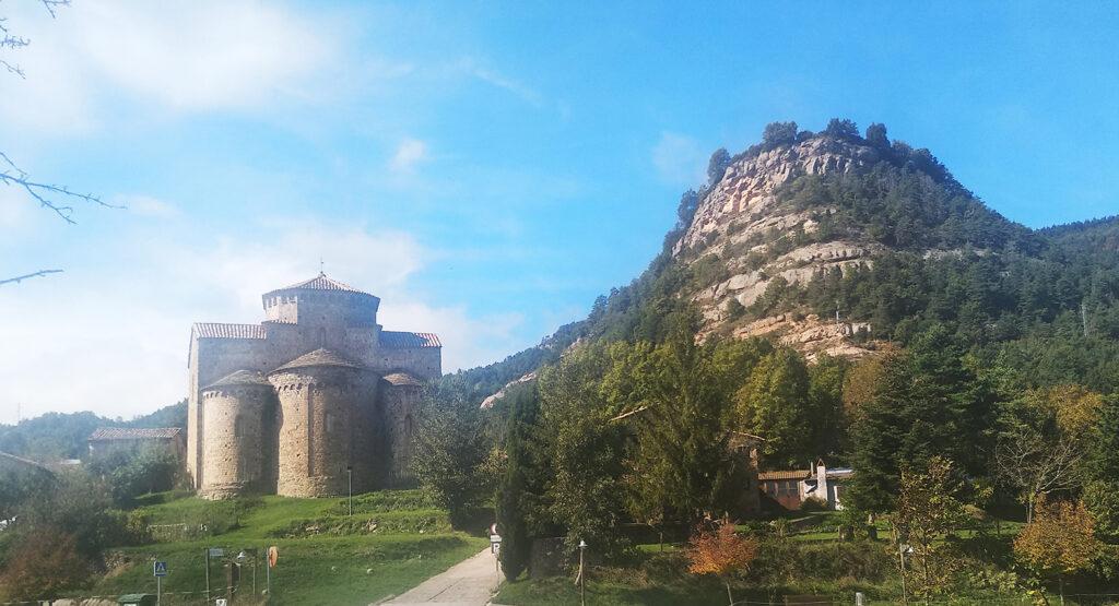 Sant Jaume de Frontanyà església i muntanya