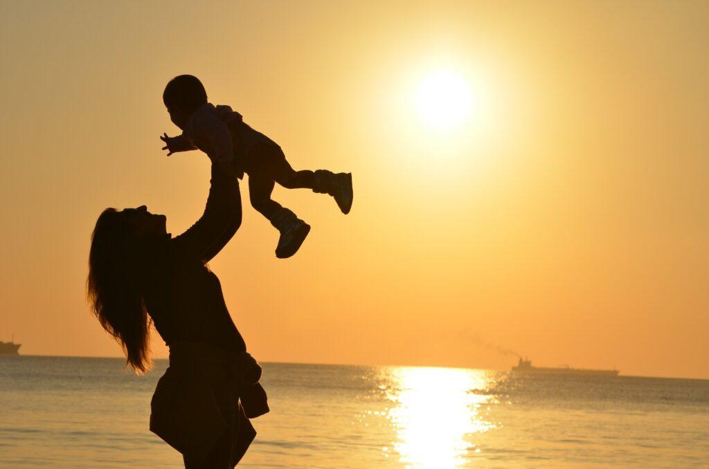 Hi ha altres causes de reducció relacionades amb la maternitat/paternitat