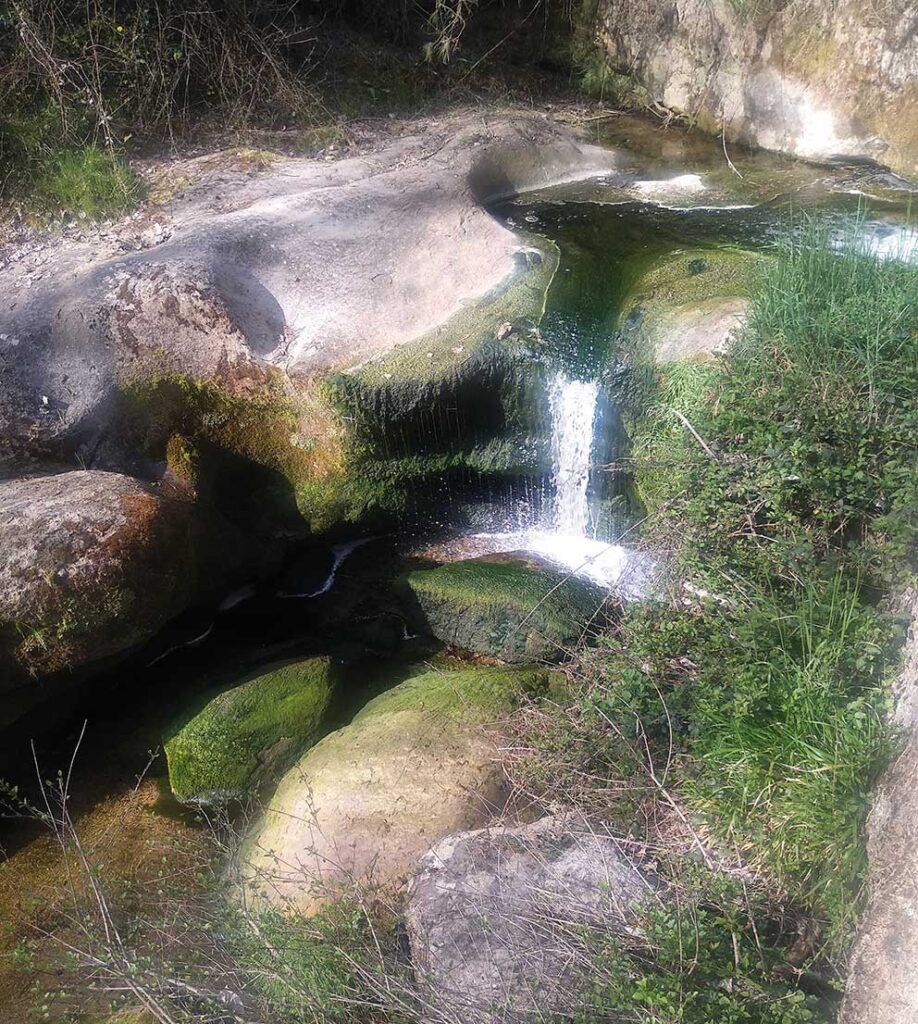 La Riera de les Febres, Bauma i salt d'aigua de Bellús