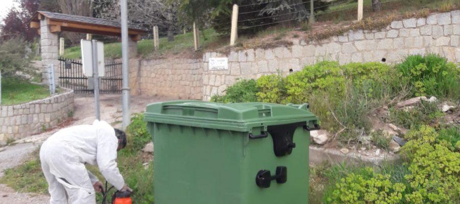 Treballs de desinfecció en diferents espais de la comarca (Foto: C.C.).