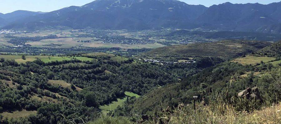 Vista de la Cerdanya i muntanya de la Tosa al fons des de la vall del riu Duran (Foto: IST).
