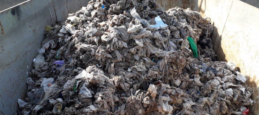 Pila de tovalloletes que ha arribat a Aigües de Manresa.