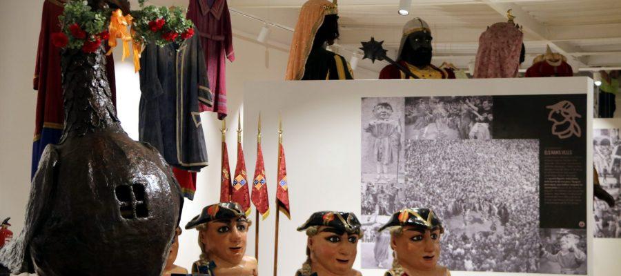 Pla general de l'exposició 'La Patum al convent de Sant Francesc' de Berga. Imatge del 9 de juliol del 2020. (Horitzontal)