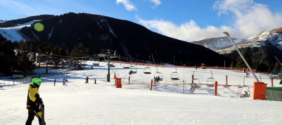 Pla general de l'estació d'esquí de la Molina el 24 de desembre del 2020. (horitzontal)