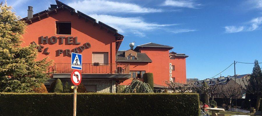 Façana exterior de l'Hotel del Prado de Puigcerdà. (Foto: IST).