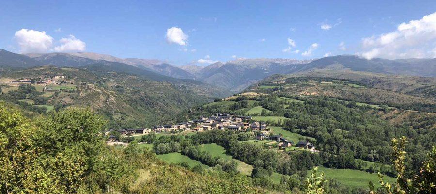 El petit poble d'Olopte vist des de les proximitats del Tossal